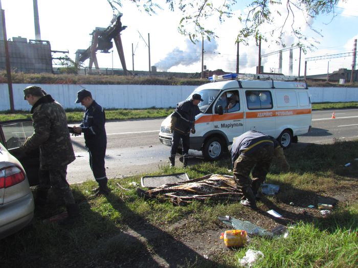 Жуткое ДТП на ул. Набережной в Мариуполе. Автобус столкнулся с легковушкой. Водитель авто погиб на месте (Дополнено. ФОТО), фото-15