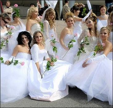 Иностранные женихи заинтересовались «серыми мышками» из Мариуполя, фото-1