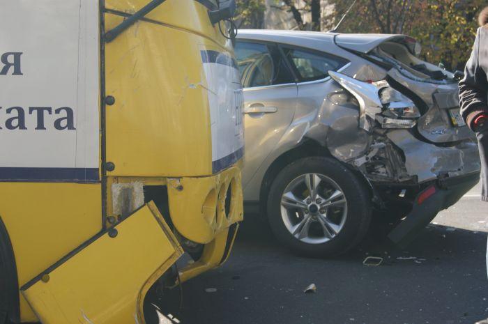 В Мариуполе ни дня без аварии с участием маршруток. На пр. Ленина столкнулись «Богдан» и «Форд» (ФОТО), фото-5