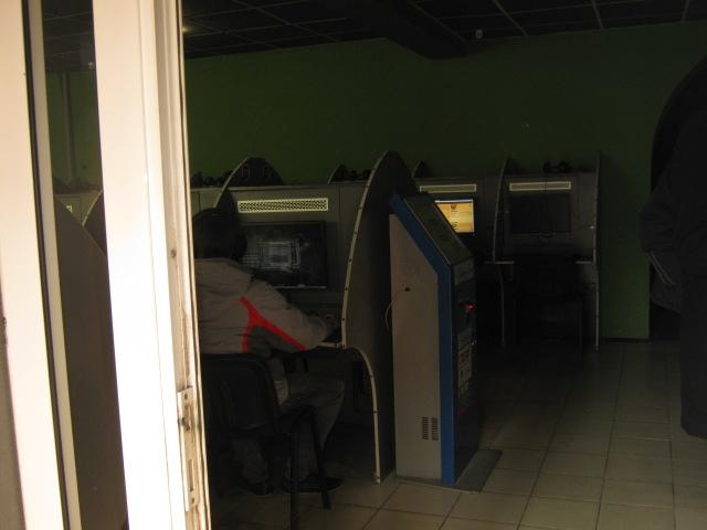 Мариупольская милиция в компьютерном клубе провела загадочное задержание (ФОТО), фото-2