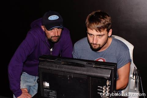 Режиссер и креативный продюсер – братья Андрей и Филипп Рожены за плейбеком, внимательно наблюдают за ходом события