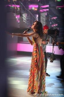 Диана Мирзоева исполняет песню «Не отпускай» из репертуара группы Тирамису