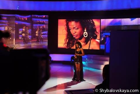 Звезда нигерийского кино Омони Оболи (Omoni Oboli) на сцене украинского толк-шоу «Шустер Live!»