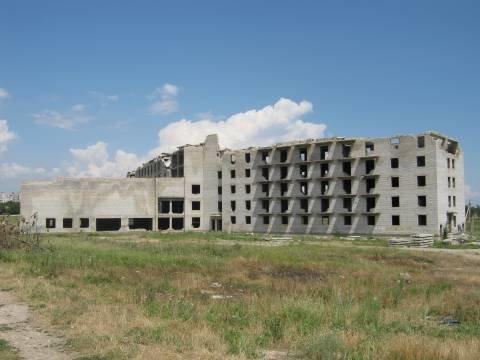 В Мариуполе от недостроенного пансионата для слепых скоро не останется и кирпича (ФОТО), фото-5