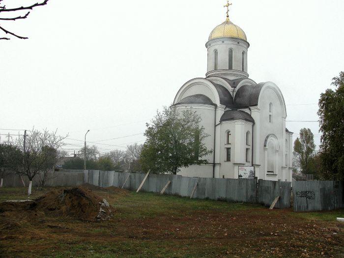 На территории храма возле горбольницы №2 вырубили деревья (ФОТО), фото-4