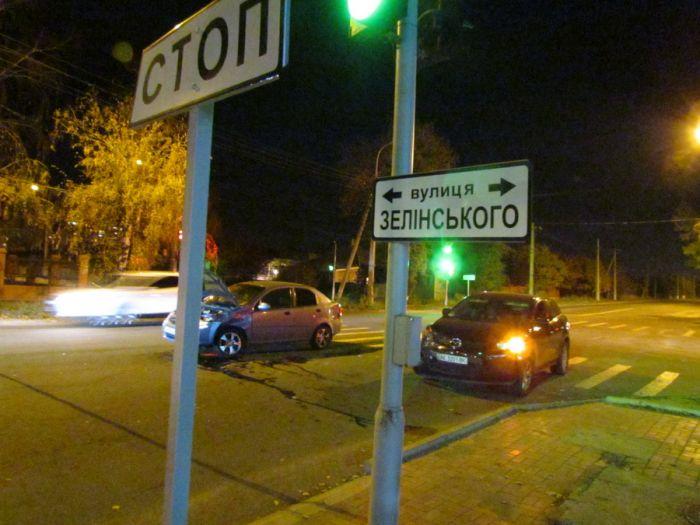 Авария на одном из самых неспокойных перекрестков в Мариуполе. Травмирована женщина (ФОТО), фото-1