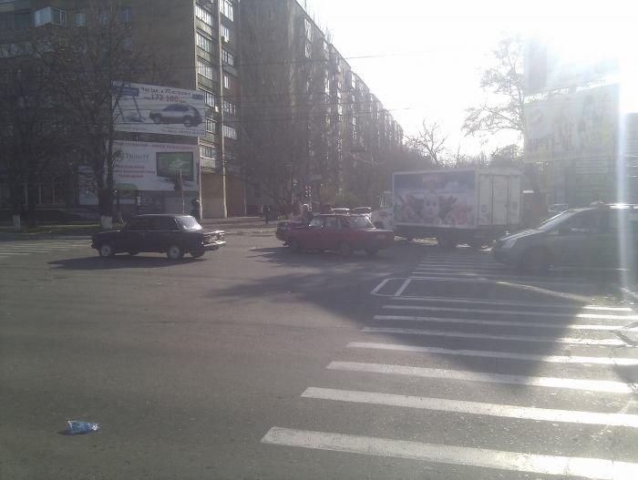 ДТП на центральном проспекте Мариуполя. «Соната» не сыгралась с «семеркой» (Фотофакт), фото-4