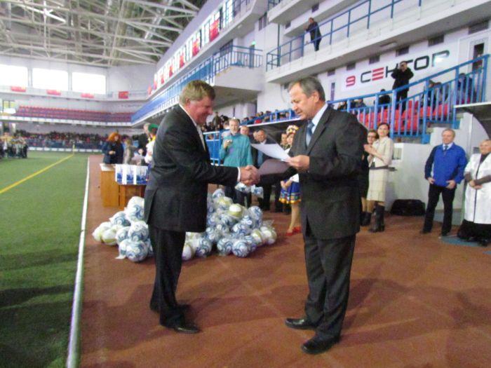 В Мариуполе наградили  лучшие школьные футбольные команды (ФОТО), фото-7