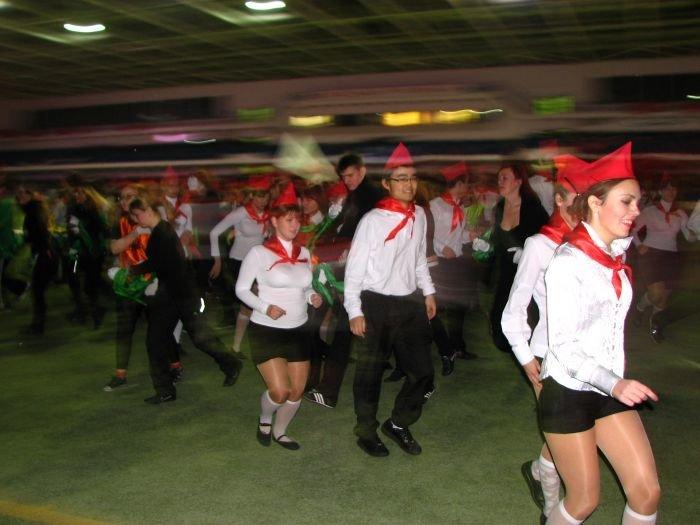 Мариупольские студенты организовали грандиозное танцевальное шоу (ФОТО), фото-9