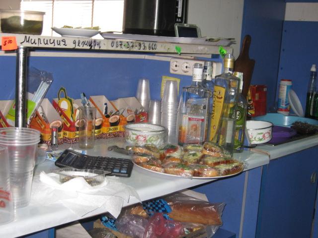В Мариуполе проверили закусочные, которые спаивают работников комбината им. Ильича (ФОТО), фото-5