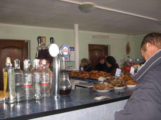 В Мариуполе проверили закусочные, которые спаивают работников комбината им. Ильича (ФОТО), фото-18