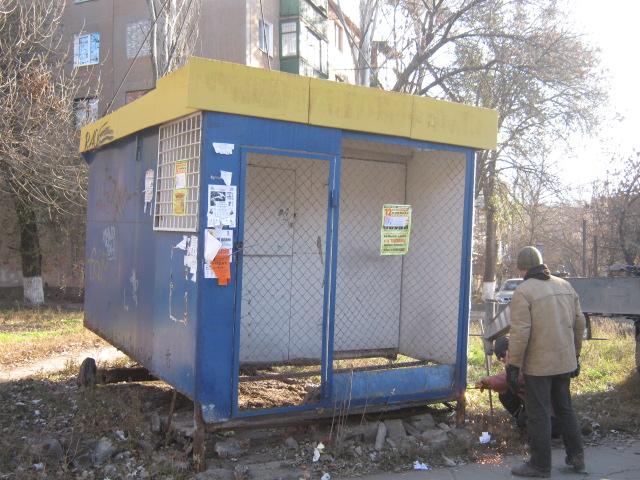 В Мариуполе снесли очередной незаконный киоск (ФОТО), фото-1