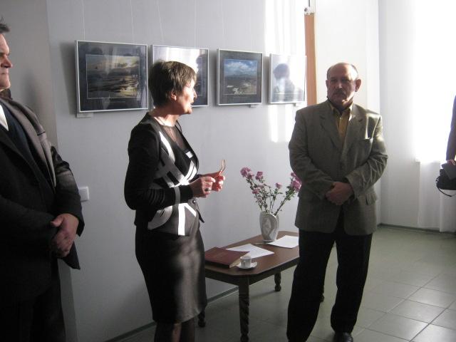 В Мариуполе открылась фотовыставка «говорящих» степей, морей и красных маков (ФОТО), фото-1