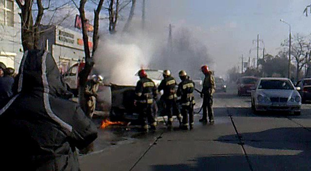 На ходу загорелась иномарка. Пострадавших нет (ФОТО), фото-15