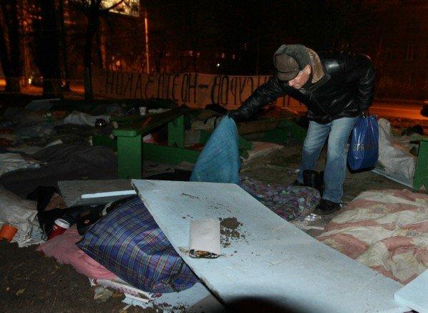 В Донецке силовики разгромили палаточный лагерь чернобыльцев. Погиб человек! (ФОТО), фото-5