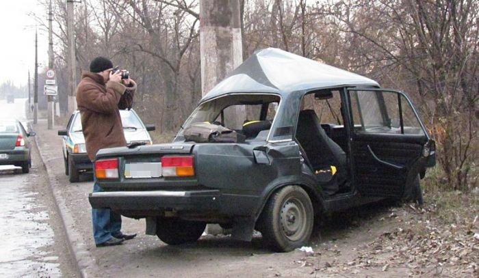 В Мариуполе «семерка» въехала в столб. Пострадало два человека (ФОТО), фото-3