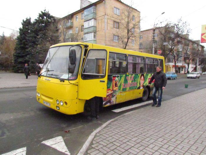 В Мариуполе  на пешеходном переходе  женщина попала под колеса маршрутки (ФОТО), фото-1