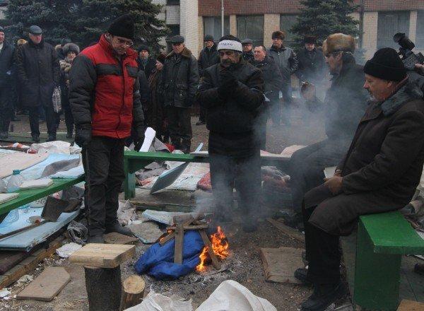 Митингующие чернобыльцы сожгли в костре куртку с надписью «Янукович - наш президент» (ФОТО), фото-2