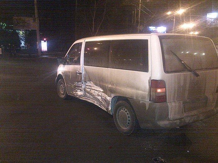 В Мариуполе «Mercedes»  и «Daewoo» не поделили  центральный перекресток (Фотофакт), фото-4