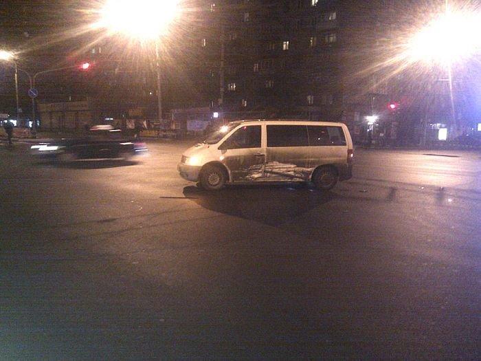 В Мариуполе «Mercedes»  и «Daewoo» не поделили  центральный перекресток (Фотофакт), фото-5