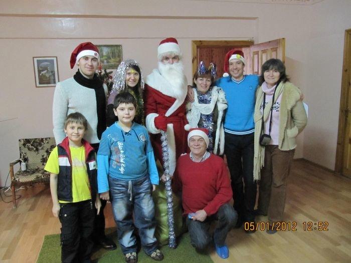 В Мариуполе по больнице гулял Дед Мороз в бахилах (ФОТО), фото-5