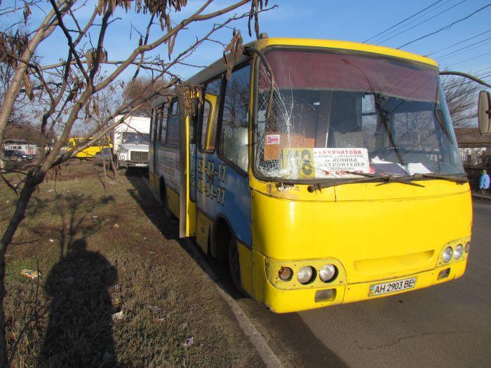 В Мариуполе маршрутка протаранила грузовик с пивом (ФОТО), фото-4
