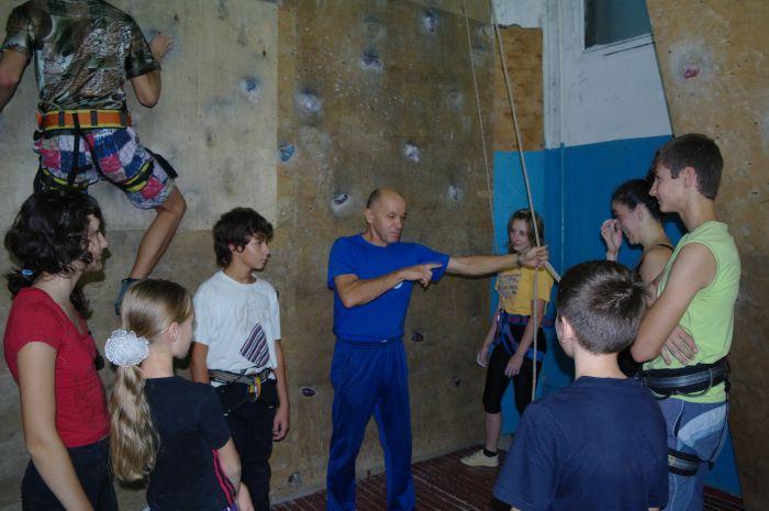 Обычная тренеровка по скалолазанию