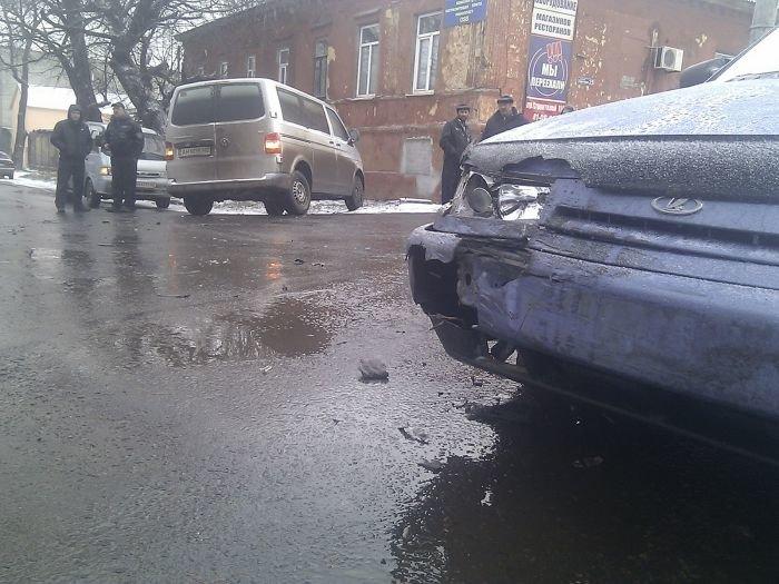 В Мариуполе легковушка столкнулась с микроавтобусом (фото), фото-3