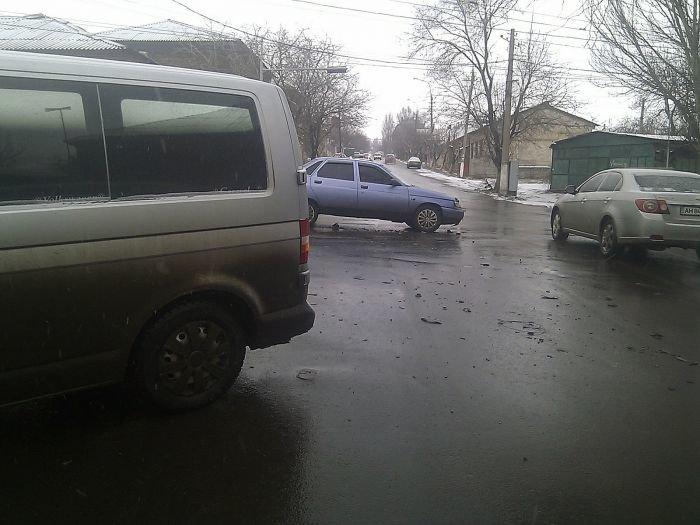 В Мариуполе легковушка столкнулась с микроавтобусом (фото), фото-2