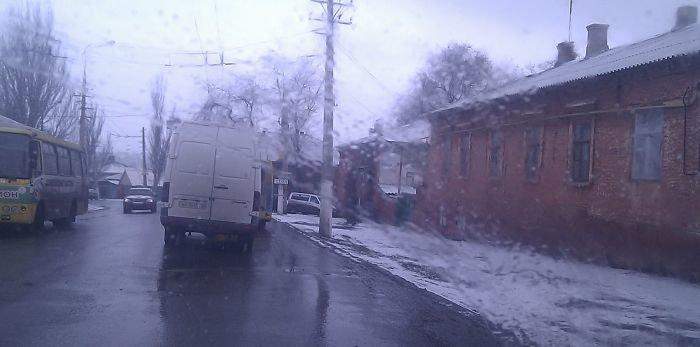 В Мариуполе легковушка столкнулась с микроавтобусом (фото), фото-1