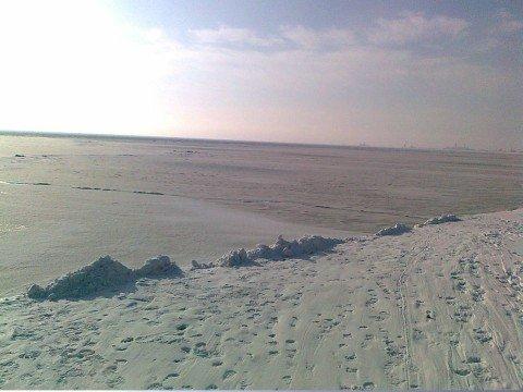 Азовское море покрылось льдом. Спасатели  будут «отпугивать»  желающих  ступить на него (ФОТО), фото-1