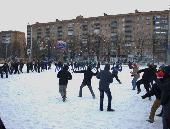 В Мариуполе состоялась снежная битва. Обошлось без жертв (ФОТО), фото-1
