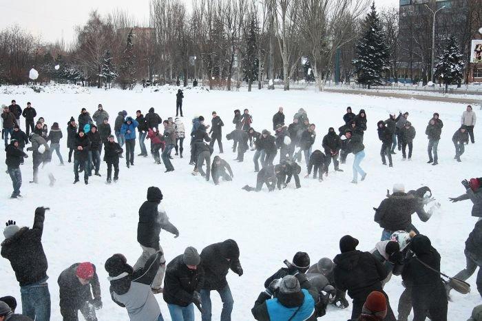 В Мариуполе состоялась снежная битва. Обошлось без жертв (ФОТО), фото-9