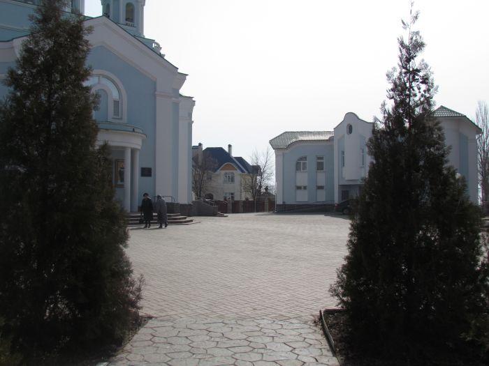 В Мариуполе к Пасхе у храмов установят биотуалеты? (ФОТО), фото-3