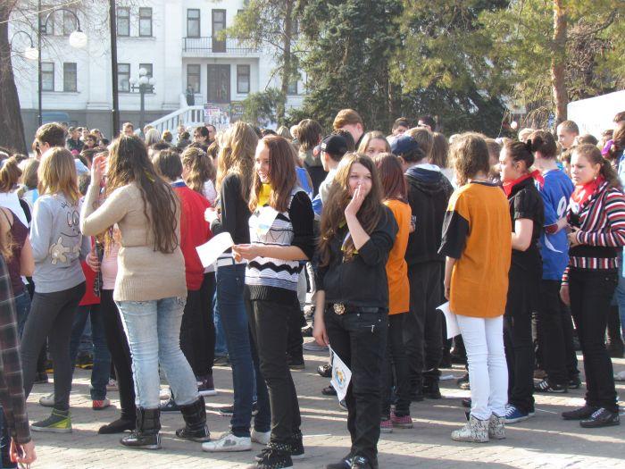 Мариупольских школьников вывели подышать свежим... смогом (ФОТО), фото-6