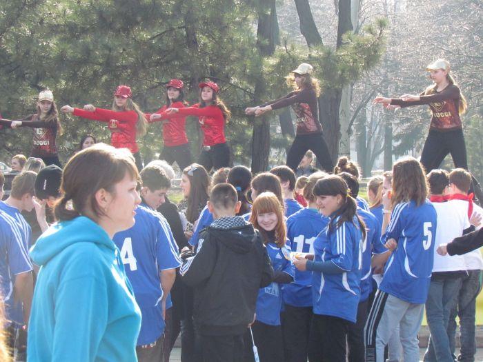 Мариупольских школьников вывели подышать свежим... смогом (ФОТО), фото-2