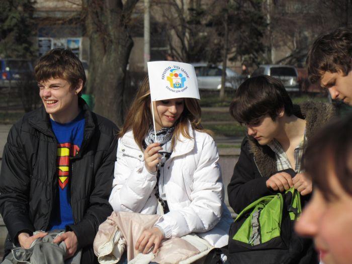 Мариупольских школьников вывели подышать свежим... смогом (ФОТО), фото-8