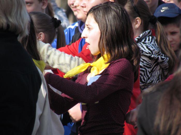 Мариупольских школьников вывели подышать свежим... смогом (ФОТО), фото-7