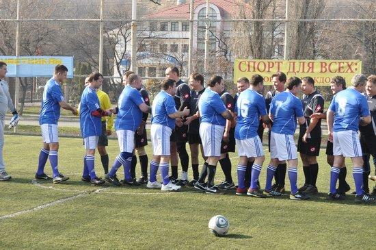 В Мариуполе состоялся футбольный матч между горсоветом и горисполкомом (ФОТО), фото-1