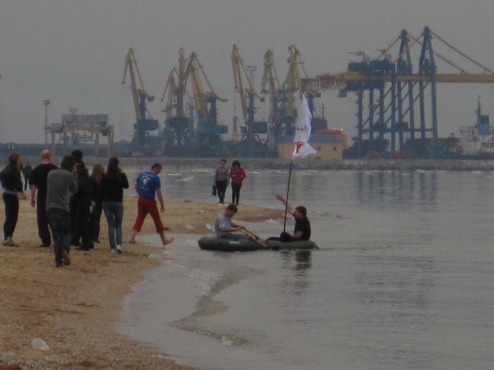 Мариупольцы высадились на льдину в Азовском море (ФОТО), фото-1
