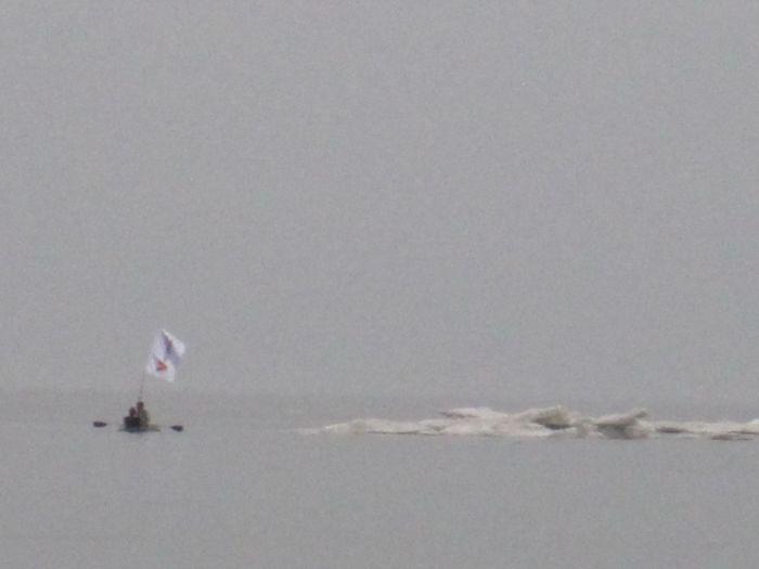 Мариупольцы высадились на льдину в Азовском море (ФОТО), фото-4