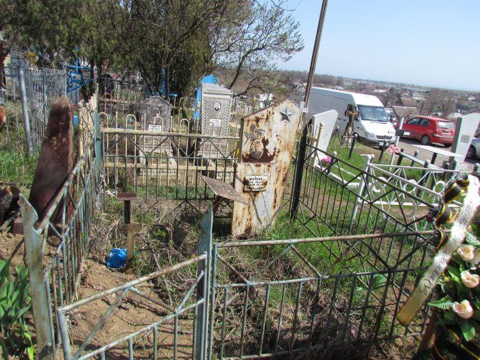 Скандал! На закрытом кладбище Мариуполя хоронят поверх старых могил (ФОТО), фото-1