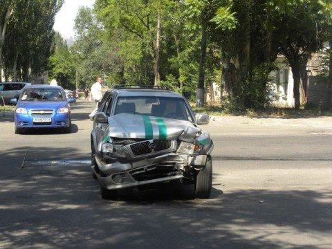 В центре Мариуполя джип Приватбанка столкнулся с «Маздой». Пострадали трое сотрудников банка (ФОТО), фото-1