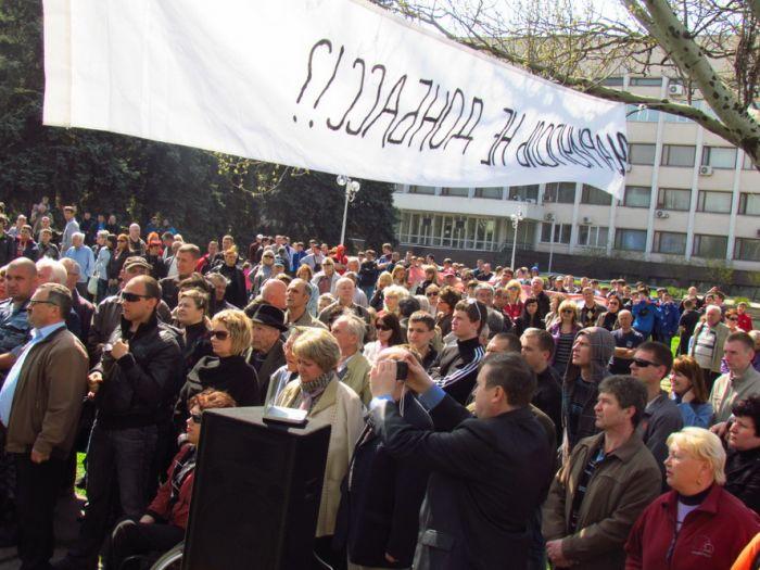 В Мариуполе радикальный народный депутат показал кукиш горсовету (видео), фото-1