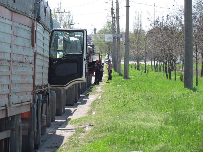 В Мариуполе в очереди на разгрузку собрались грузовики со всей страны (ФОТО), фото-1