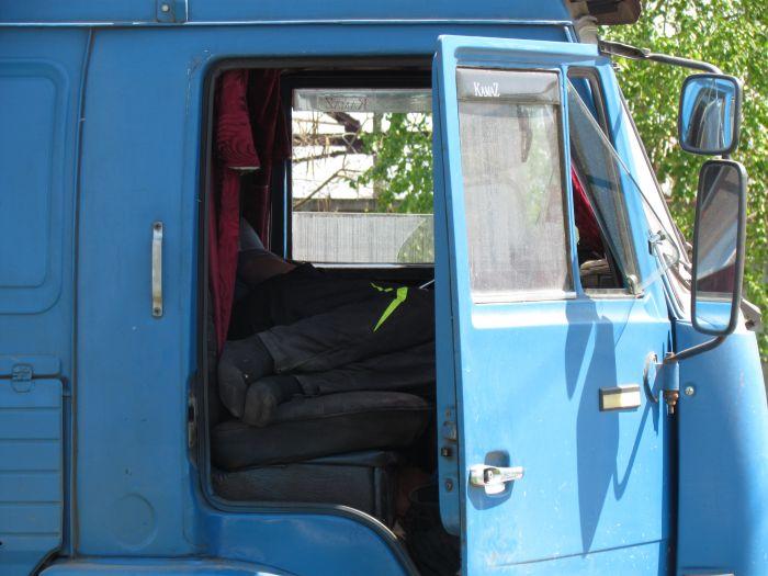 В Мариуполе в очереди на разгрузку собрались грузовики со всей страны (ФОТО), фото-3