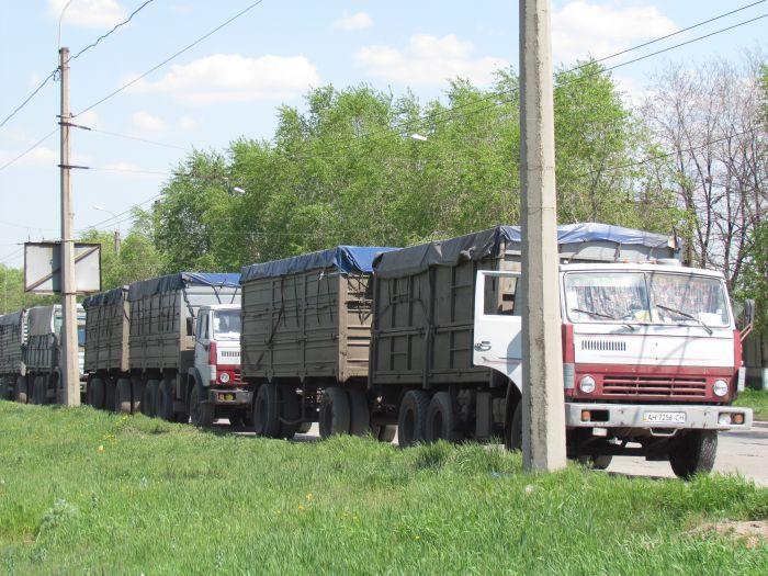 В Мариуполе в очереди на разгрузку собрались грузовики со всей страны (ФОТО), фото-6