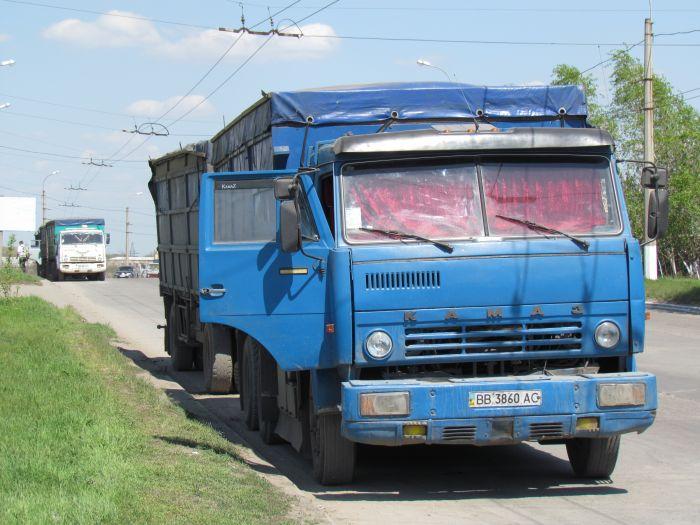 В Мариуполе в очереди на разгрузку собрались грузовики со всей страны (ФОТО), фото-2