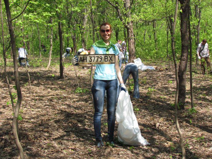 Мариупольцы вывезли из Приморского парка более 170 мешков мусора, 3 старых телевизора, диван и ковёр (ФОТО), фото-2