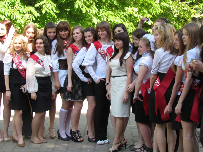 Мариупольские 11-классники попрощались со школой (ФОТО), фото-1